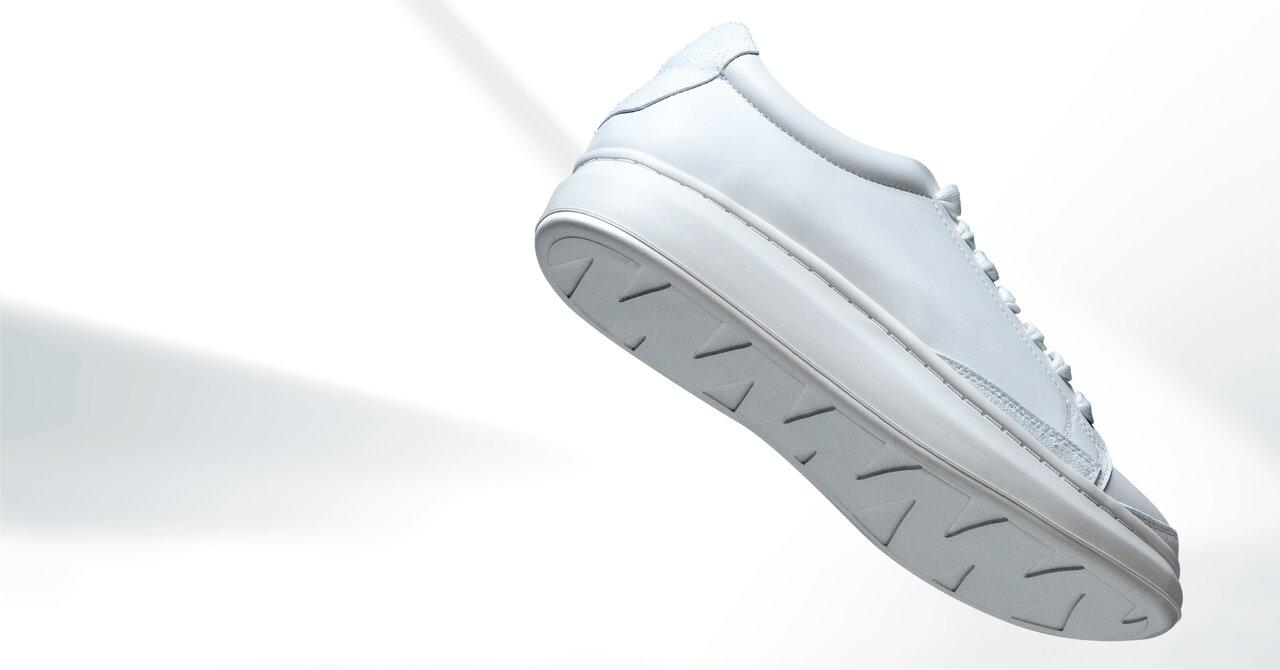 白スニーカーをリペアつきのサブスクで。「GO WITH WHITE」なら長くキレイに履き続けられる