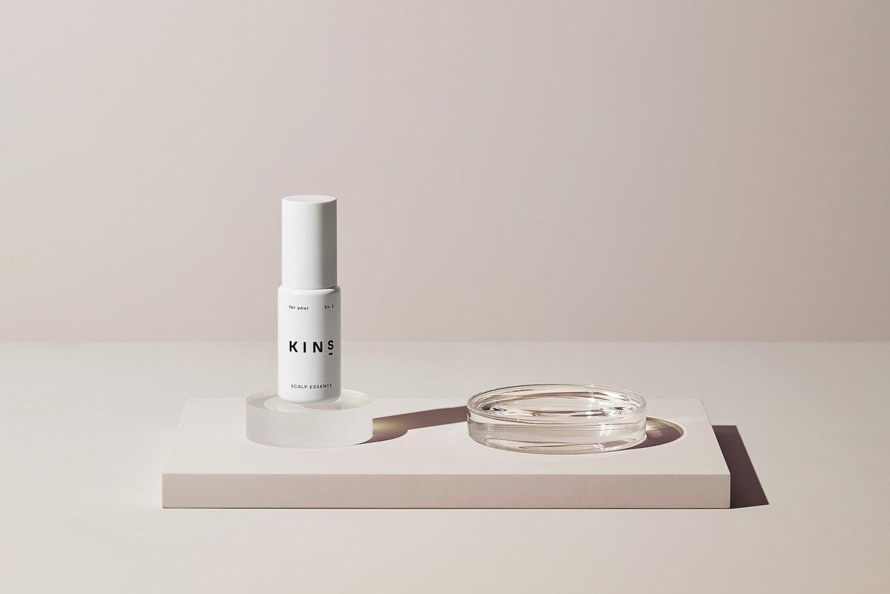 頭皮の菌バランスを整えて美髪へ。洗い流さないスカルプエッセンス「KINS」