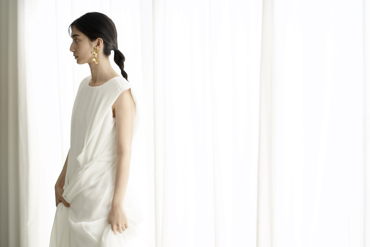 ドレスには、サスティナブル素材の割合を「%」で表記